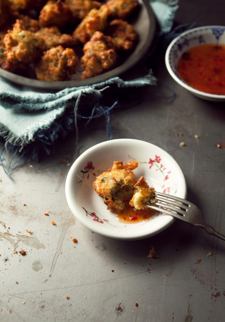 Accras de morue, artichauts & coriandre