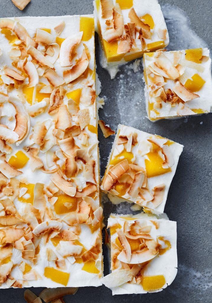 Bouchées de yogourt glacé à la mangue & à la noix de coco