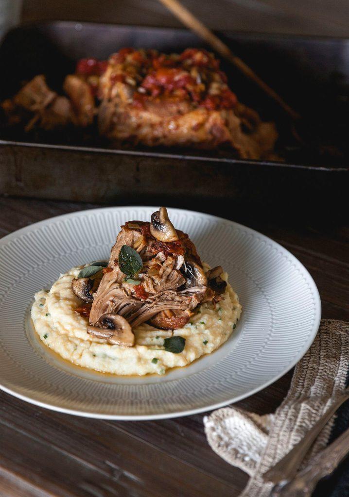 Épaule de porc à la mijoteuse & polenta de chou-fleur crémeuse