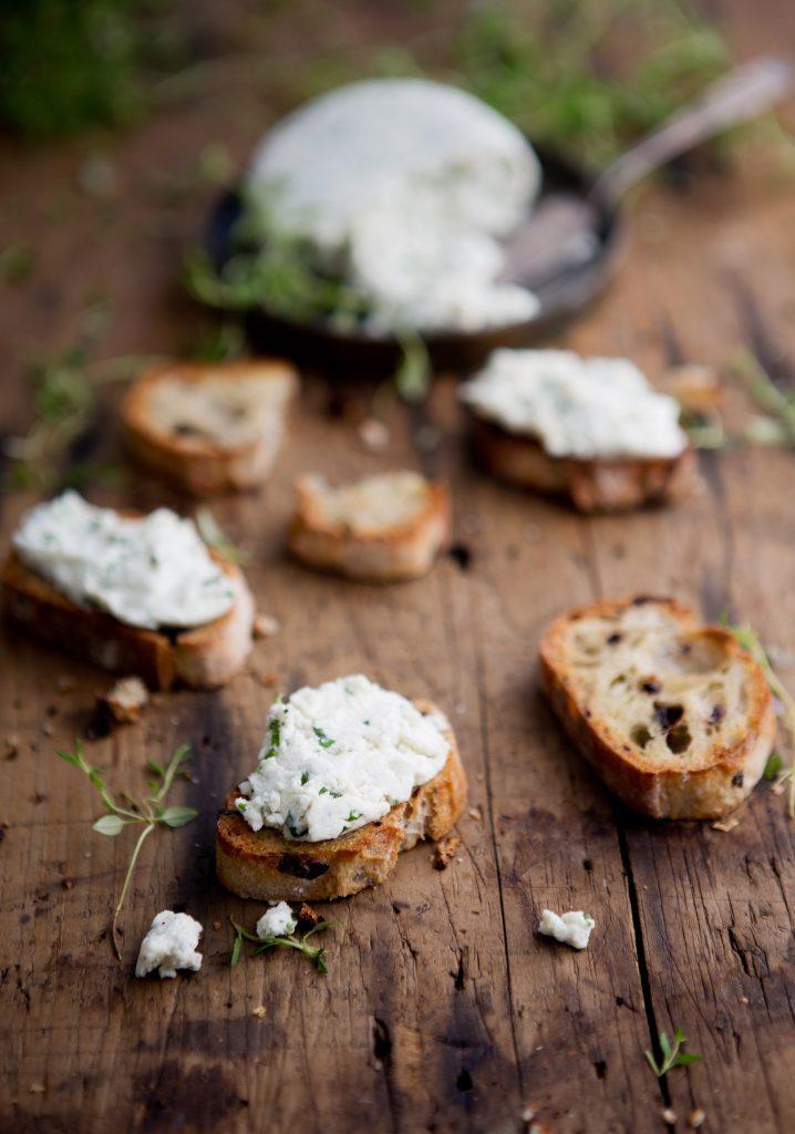 Fresh herbs cheese spread