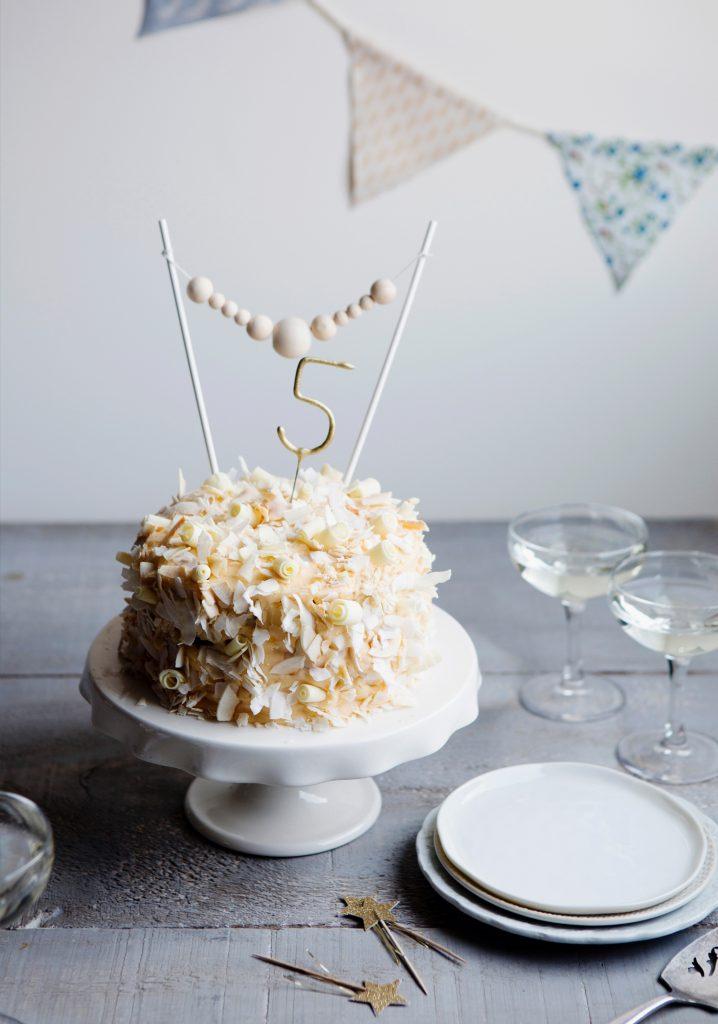 Coconut cake & peach icing