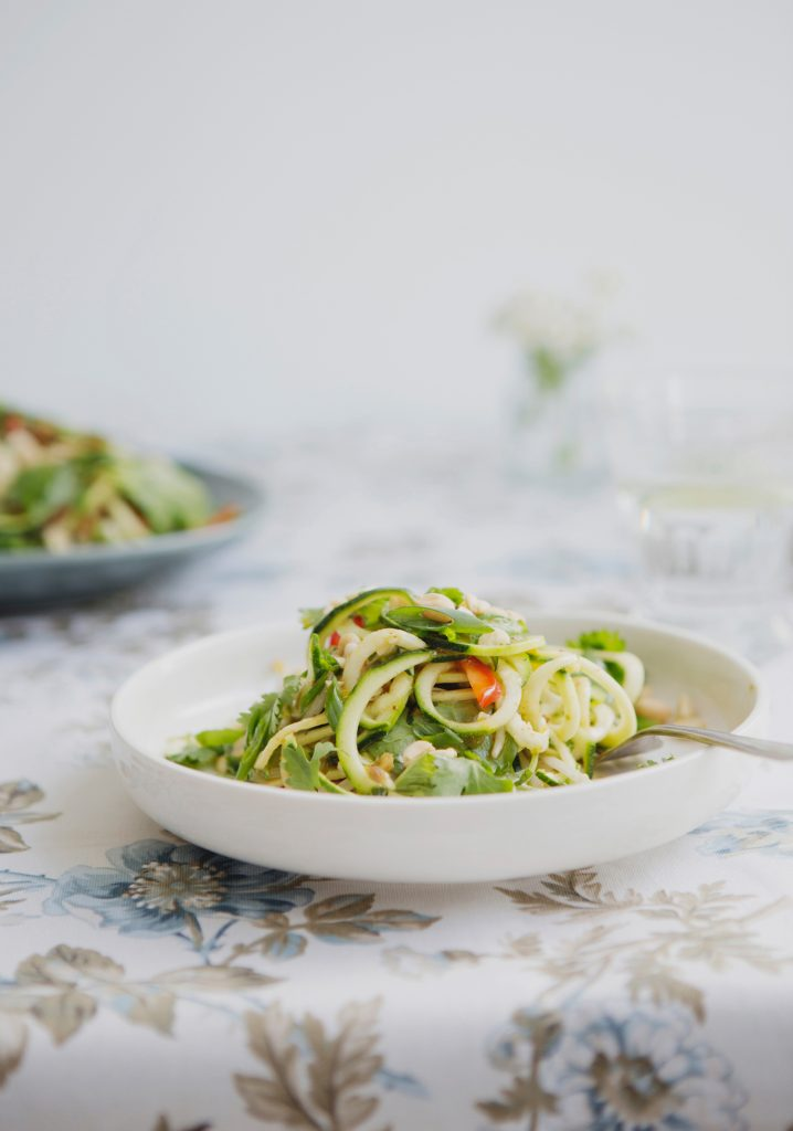Raw zucchinis noodle pad thaï