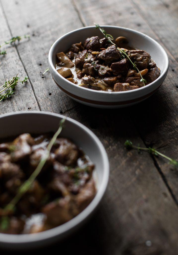 Bœuf braisé aux champignons & à la moutarde