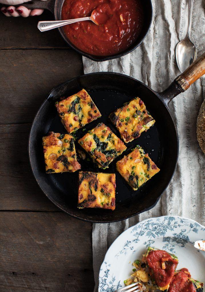 Croquettes de polenta vide-frigo & sauce tomate