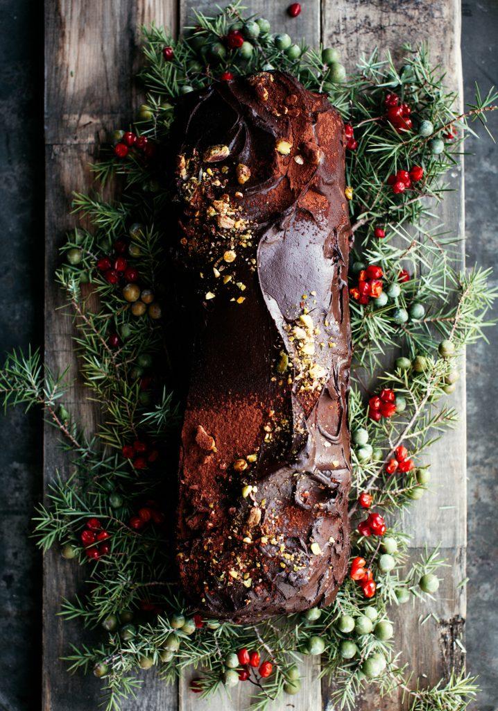 Bûche de Noël sans cuisson au chocolat, au riz soufflé & aux avocats