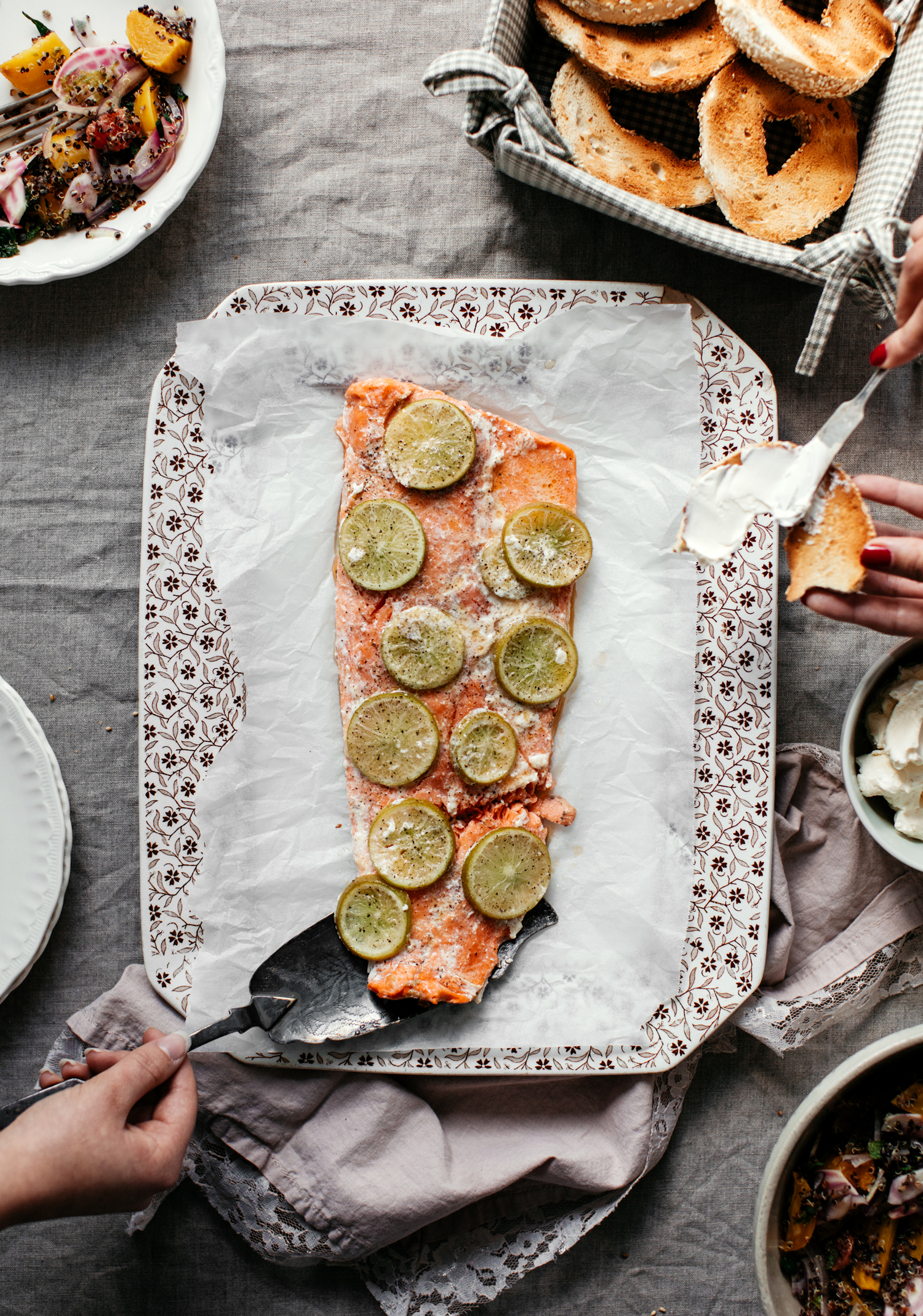Saumon entier à partager, salade de betteraves