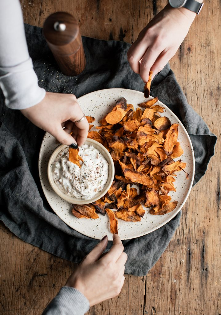 Sweet potatoe chips & Bacon Raïta sauce