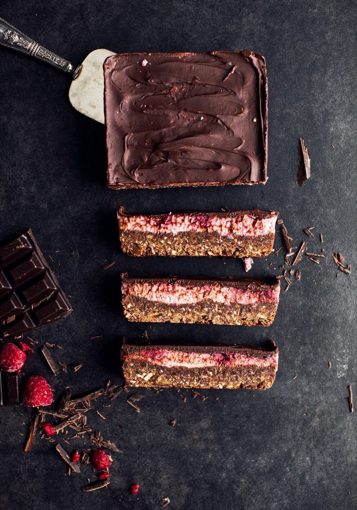Date, chocolate & raspberry bars (made with white beans puree)