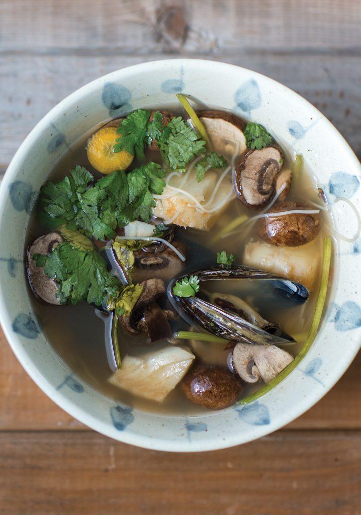 Fish & mussel tom yum soup