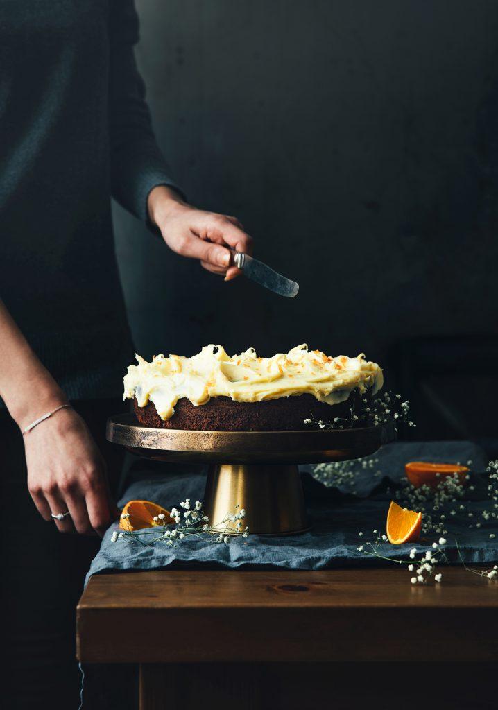 Gâteau au chocolat & glaçage au fromage à la crème et au chocolat blanc (sans œufs)