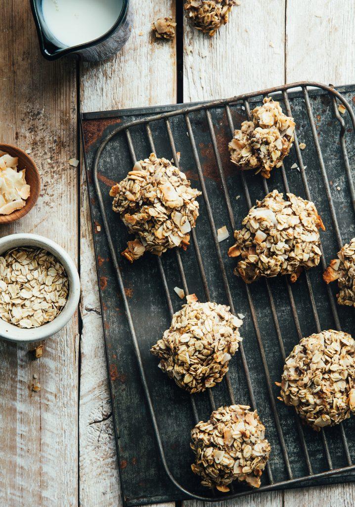 Biscuits à l'avoine, à la noix de coco, aux bananes & au chia