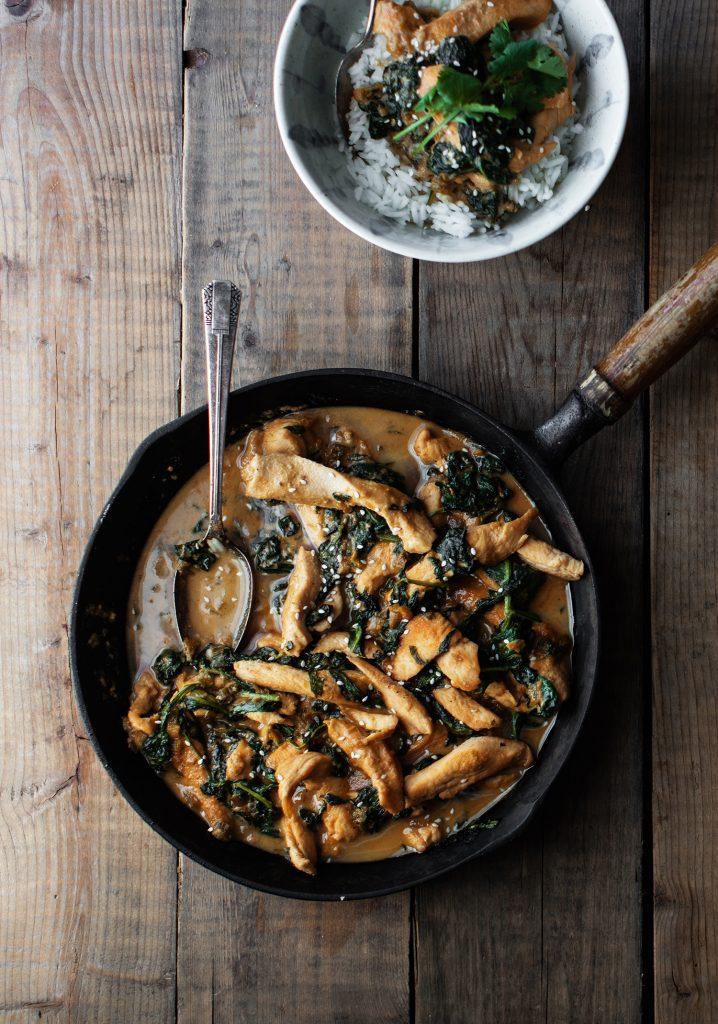 Sauté de poulet au beurre de sésame & aux épinards