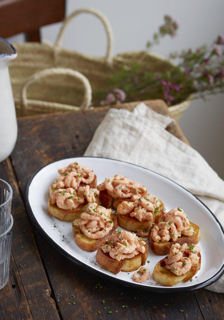 Croûtons aux crevettes nordiques, au fromage à la crème & à la lime