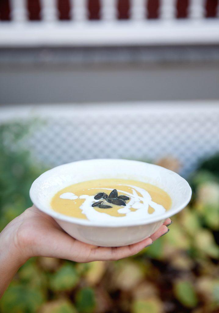 Acorn squash, apple & ginger soup