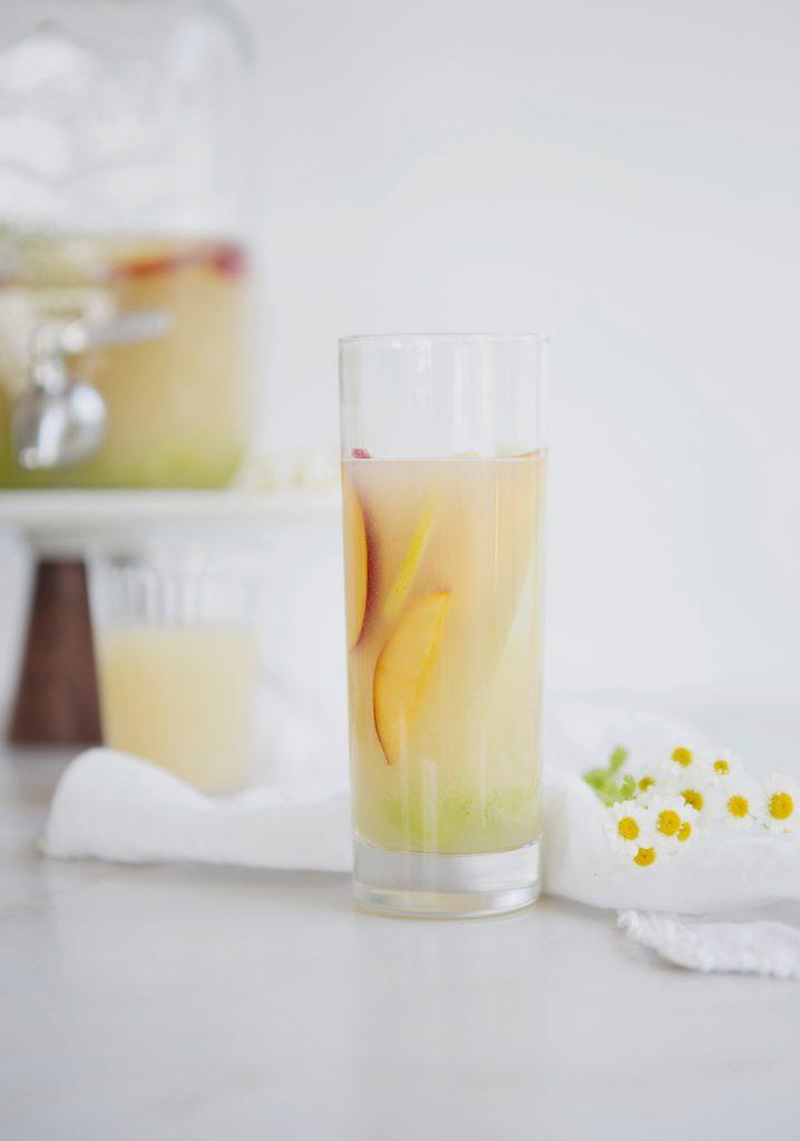 Sangria blanche à la poire sans alcool