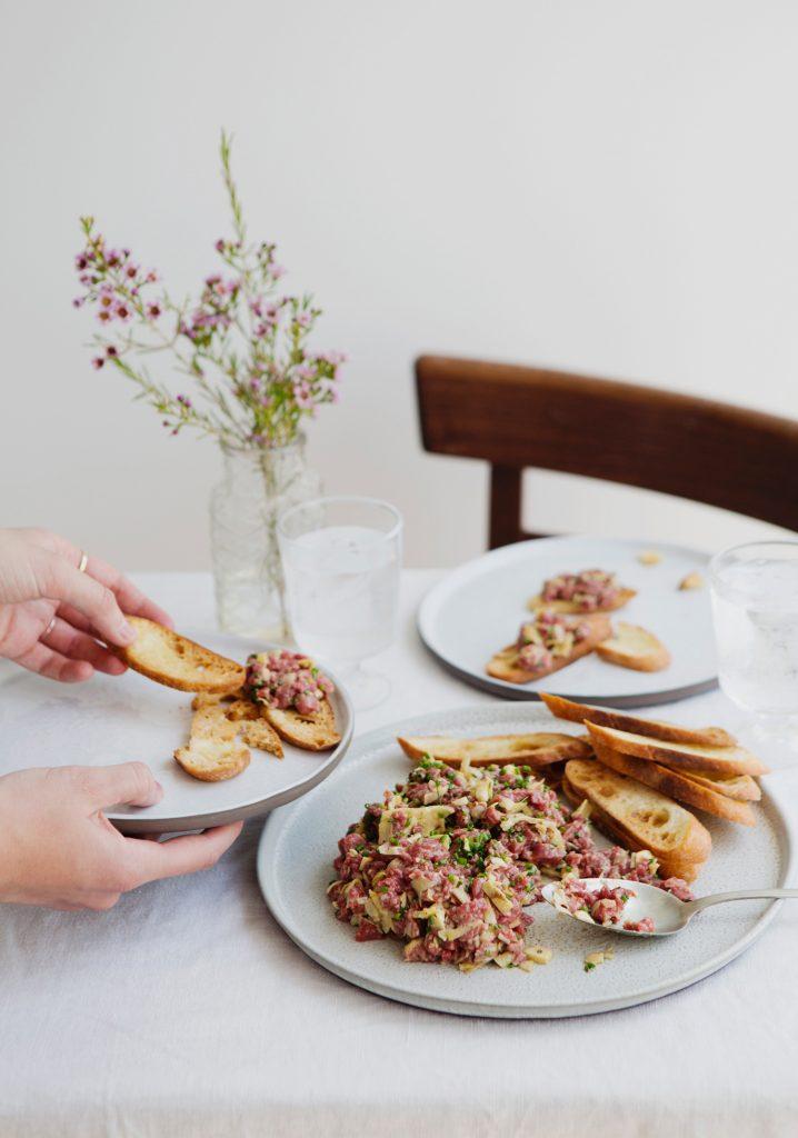 Tartare de bœuf, artichauts & parmesan
