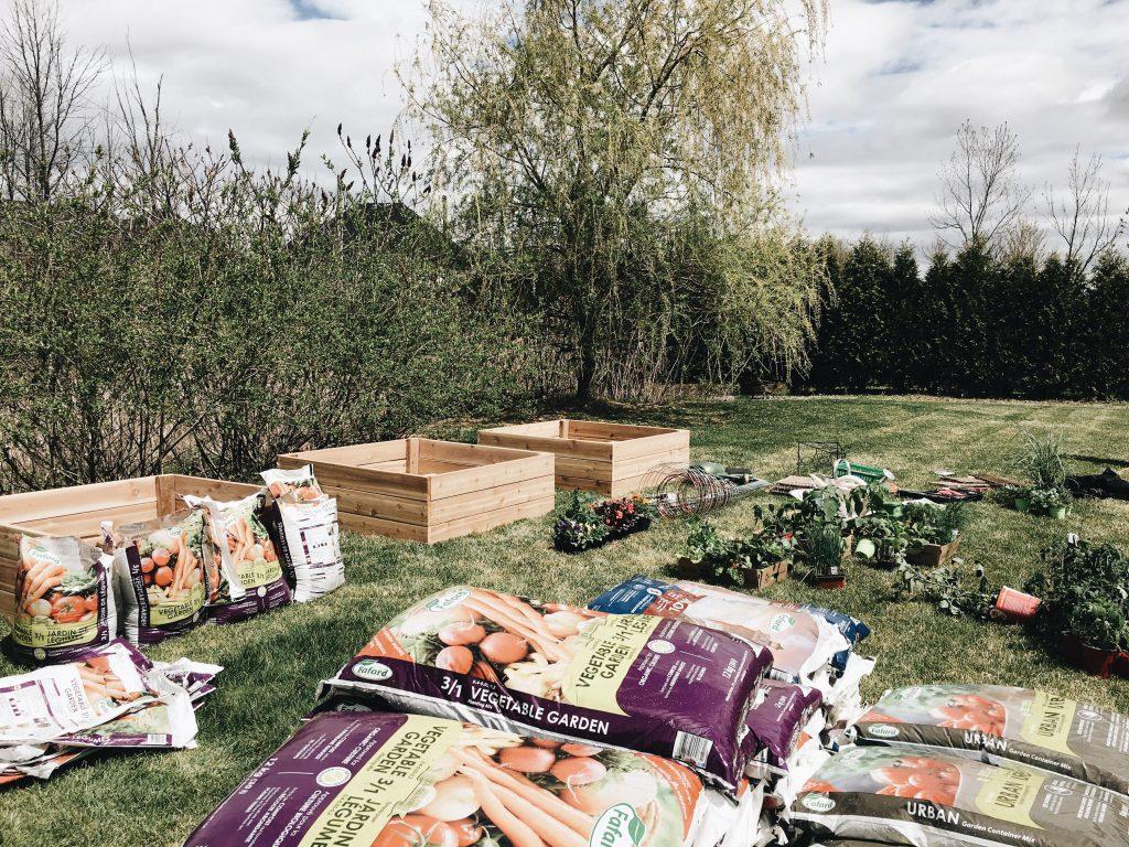 Fabriquer Potager Carré En Bois le potager en carrés (square foot garden) - trois fois par jour