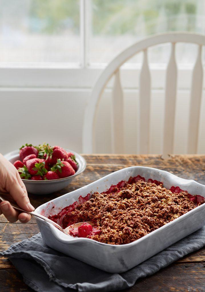 Croustade aux fraises et à la rhubarbe & crumble au chocolat