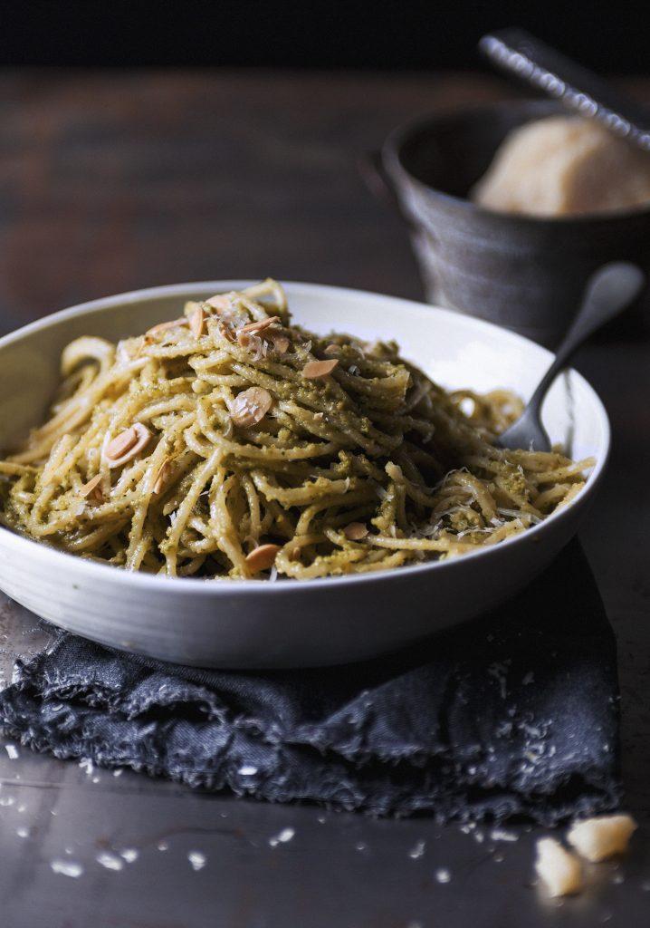 Spaghettis au pesto d'amandes grillées
