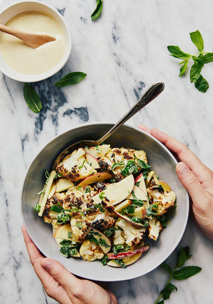 Salade de chou-fleur rôti, cari & pomme