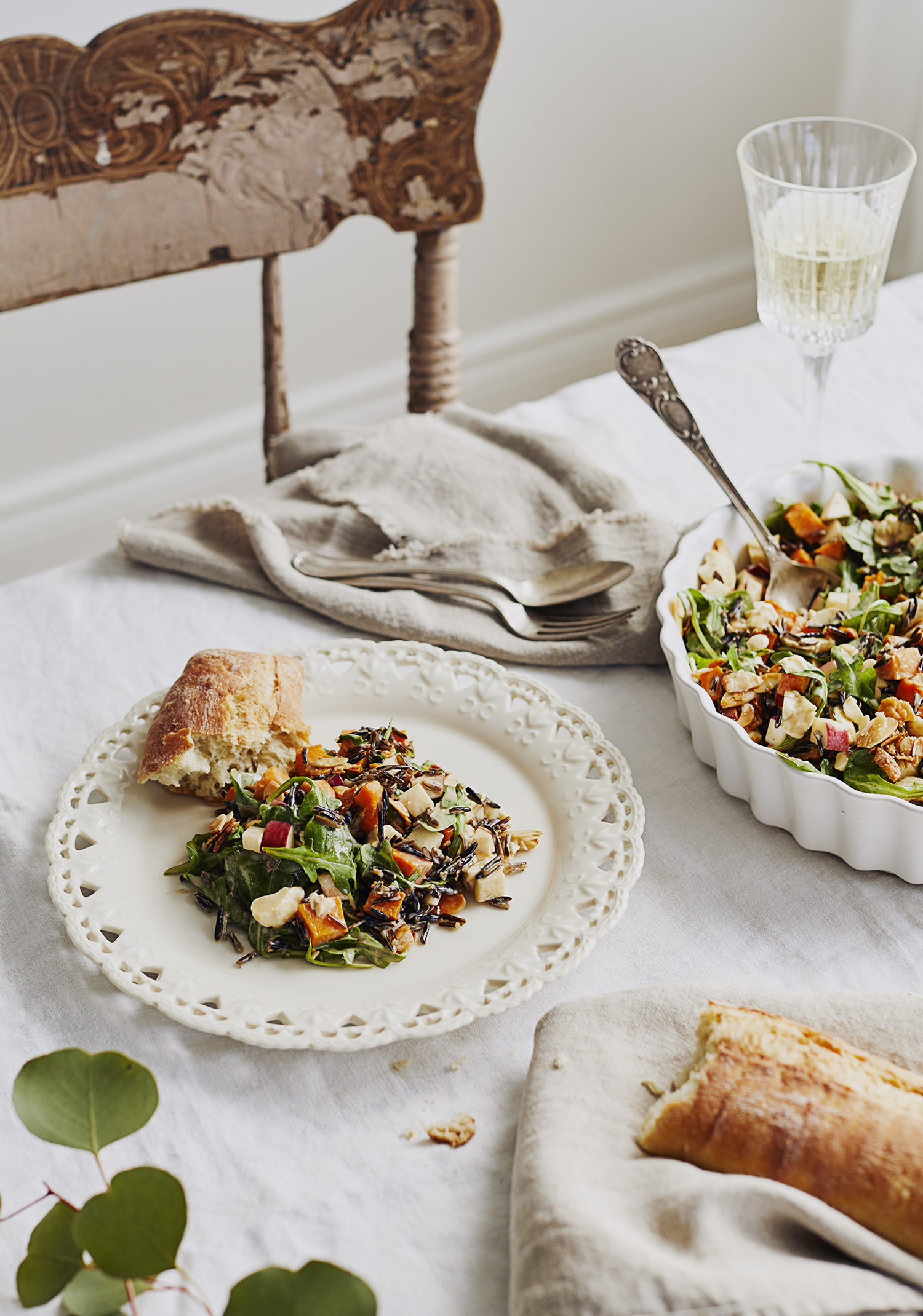 Salade crémeuse aux patates douces, riz sauvage, au fromage en grains & aux pommes