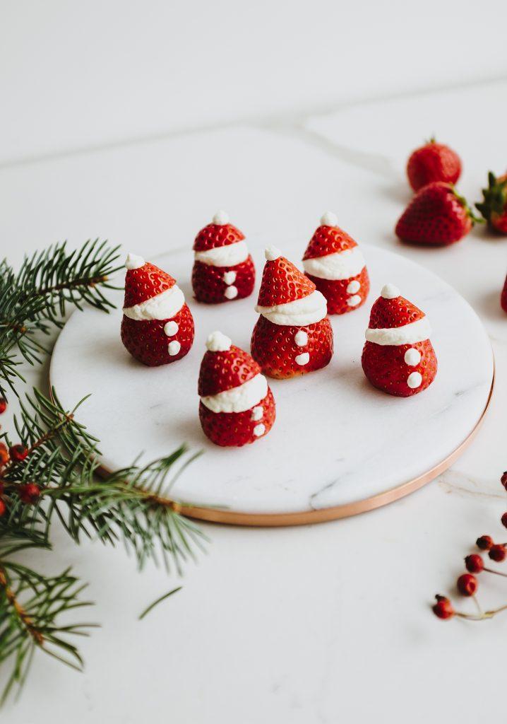 Pères Noël aux fraises & à la crème fouettée