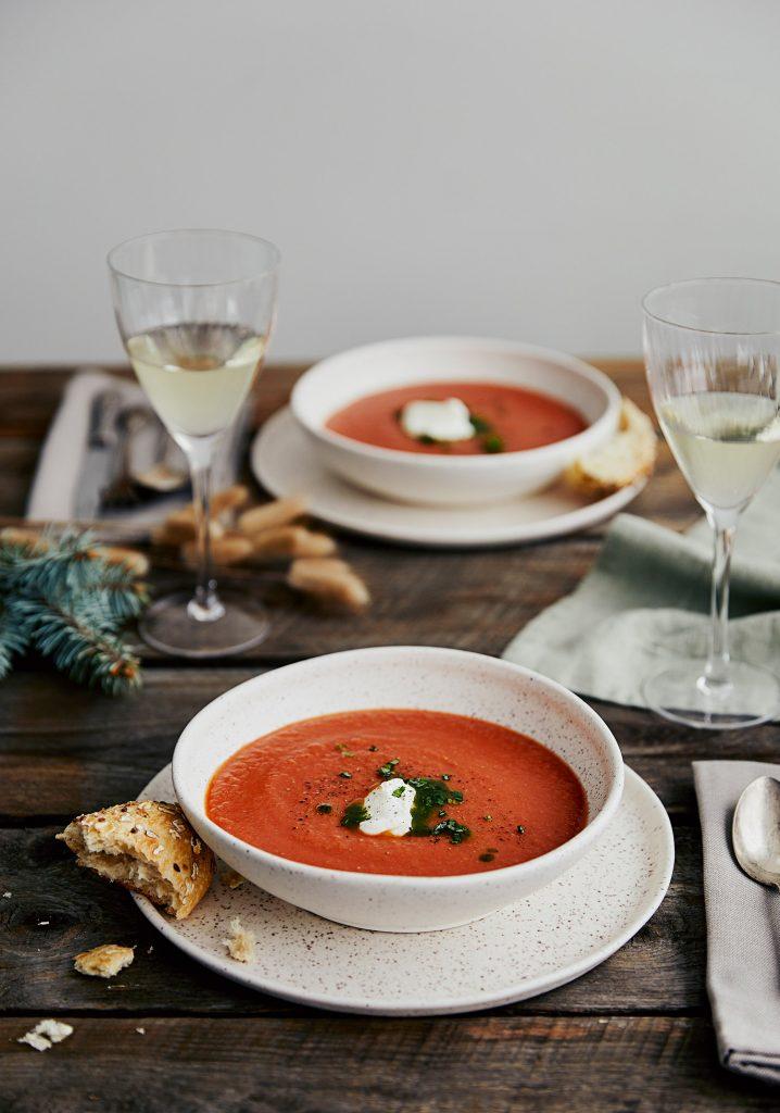 Potage aux tomates & garniture au basilic