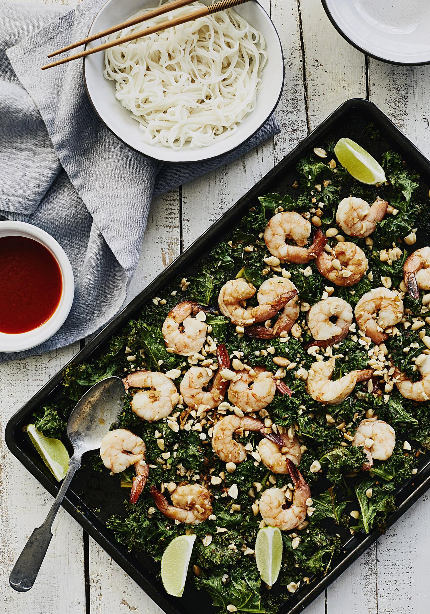 Plaque de crevettes et de kale à la sauce soya, à l'orange & à la lime