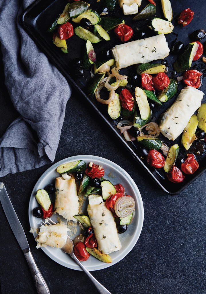 Rouleaux de féta croustillants aux herbes & légumes au four
