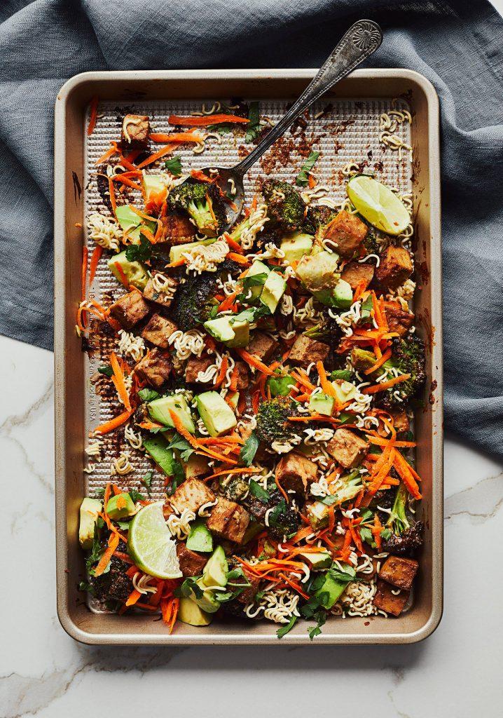 Tofu et brocoli rôtis & sauce aux arachides