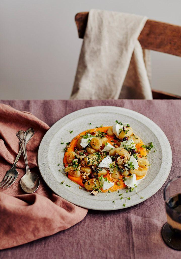 Gnocchis au citron et aux noisettes, sauce crémeuse aux carottes & mozzarella di bufala