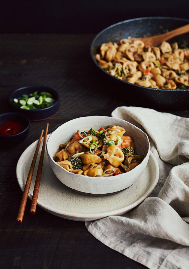 Tortellinis aux légumes & sauce au beurre d'arachide