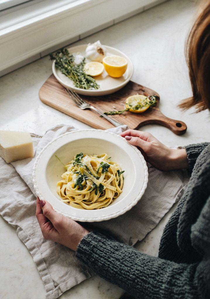 Pâtes à l'huile d'olive infusée aux champignons séchés, à l'ail & au citron