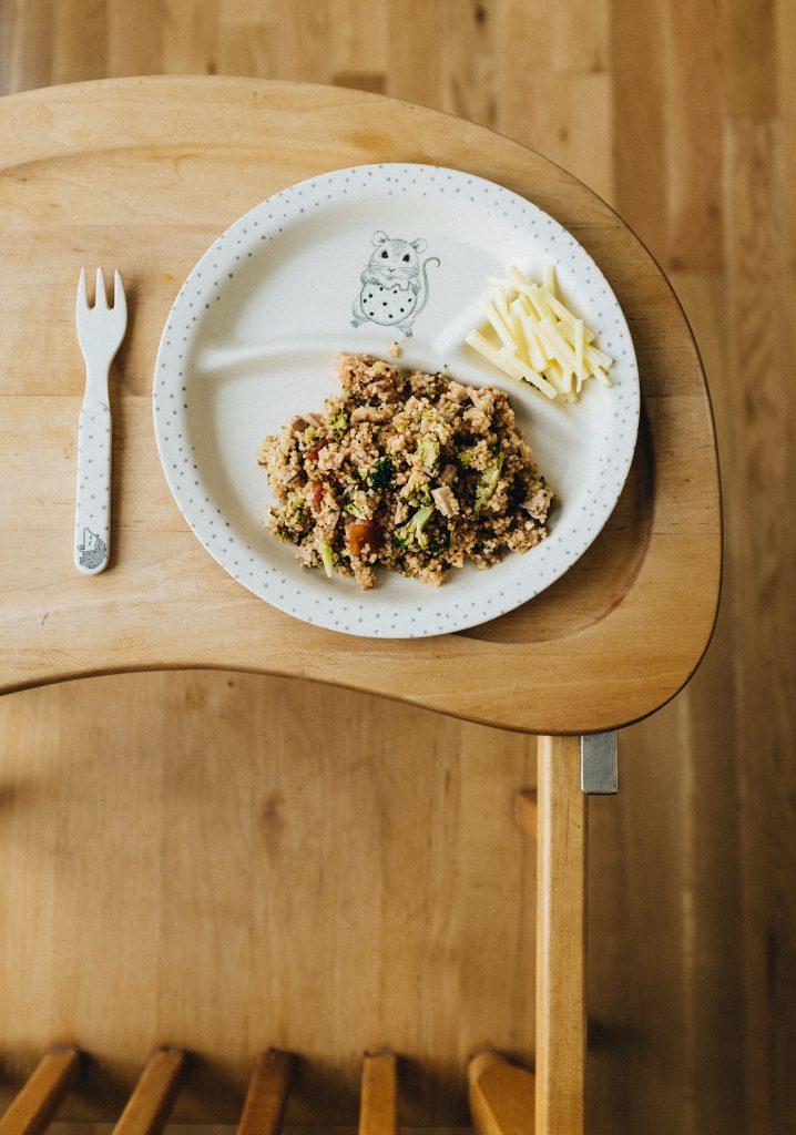 Couscous, brocoli haché, poulet & tomates