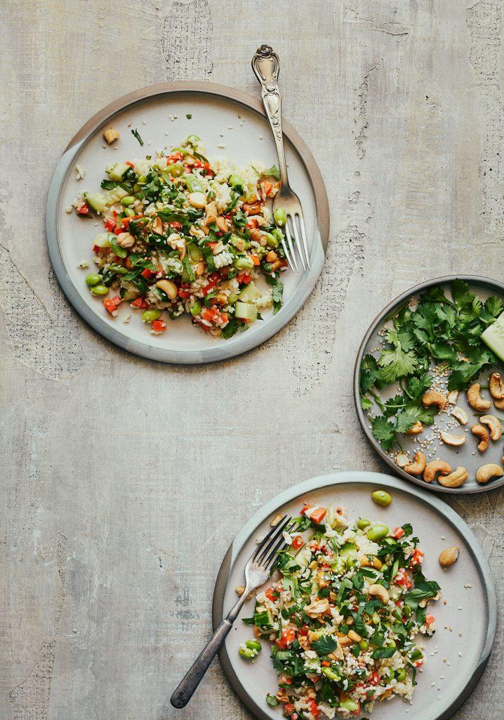Salade de riz, edamames, légumes & noix de cajou