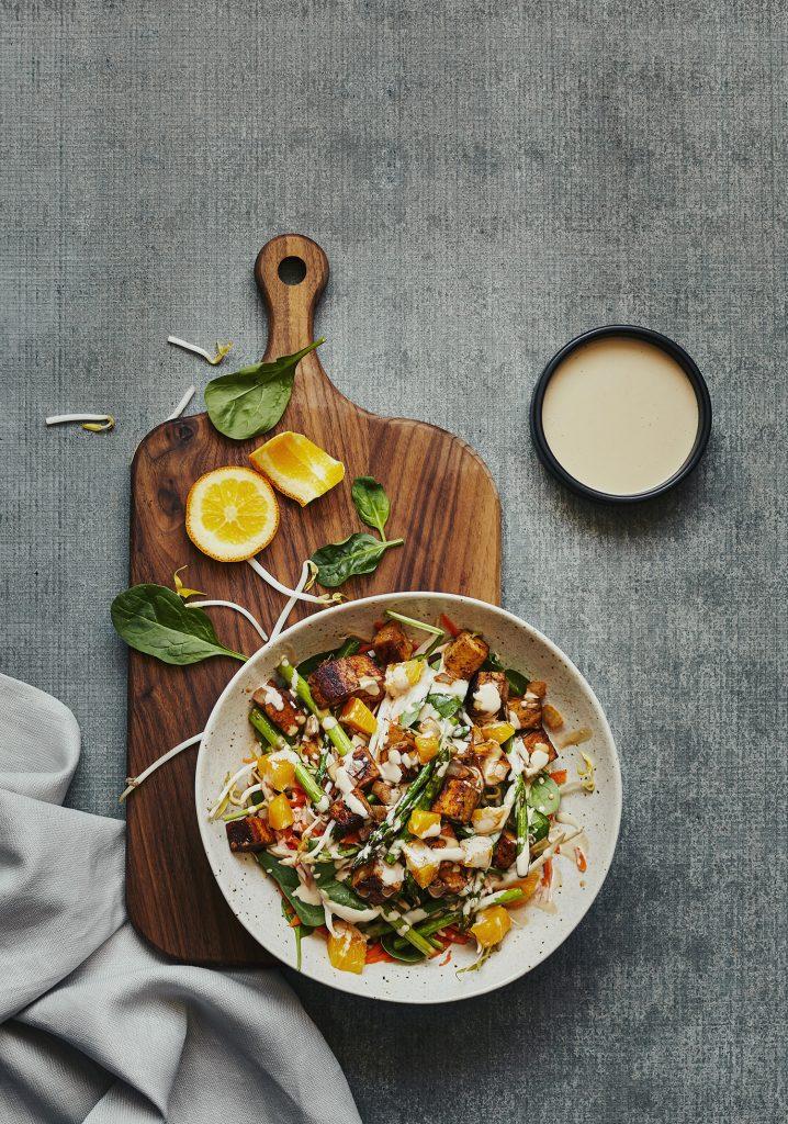 Salade asiatique tiède au tofu & aux légumes