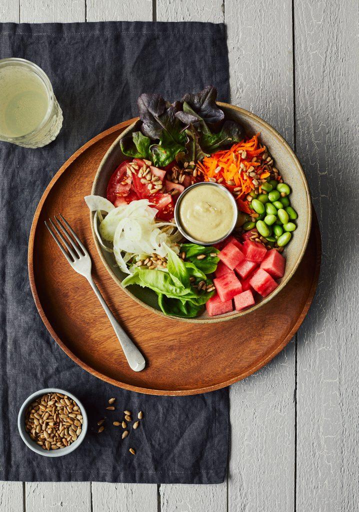 Salade de tomate, fenouil et melon d'eau & vinaigrette aux noix de cajou et au basilic