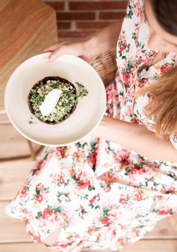 Portobellos grillés, couscous aux herbes & yogourt au cumin