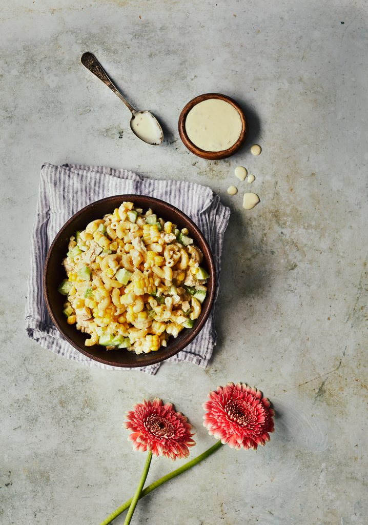Salade de macaronis au maïs et au poulet & vinaigrette au beurre
