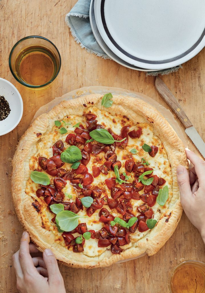 Tarte feuilletée au cheddar fort et à la ricotta & bruschetta aux tomates cerises