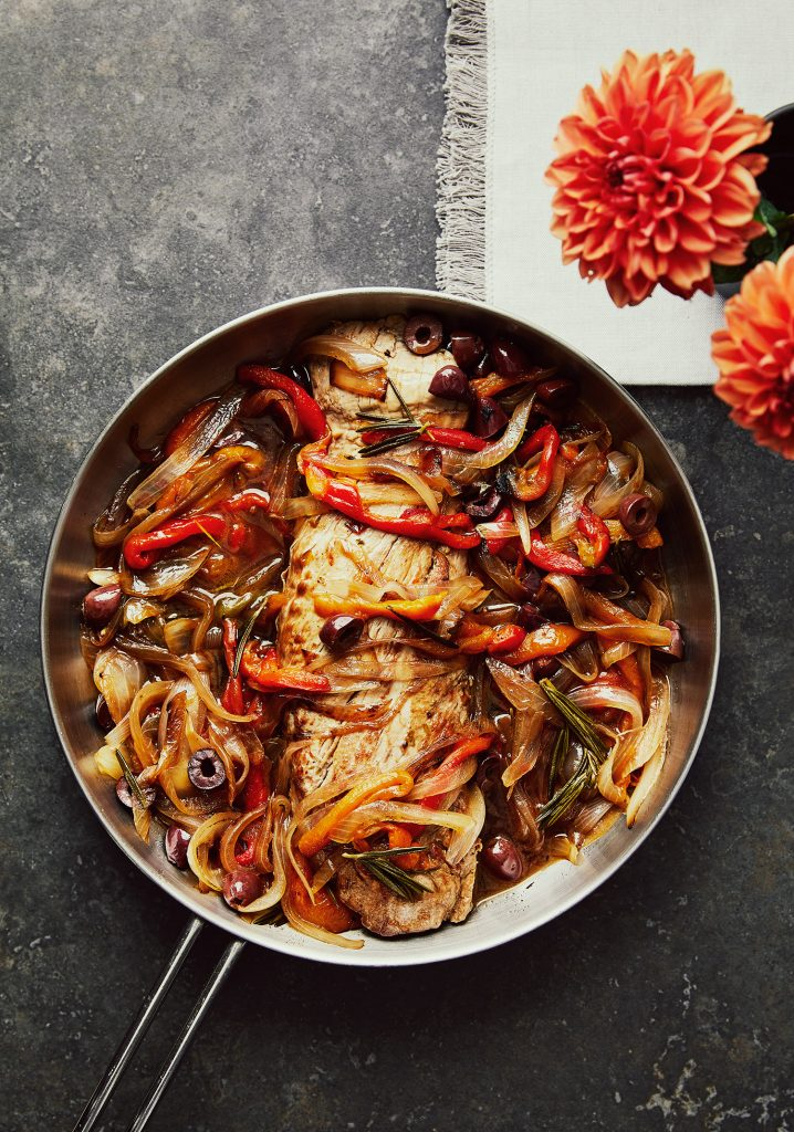 Filet de porc aux poivrons, aux oignons grillés & aux olives