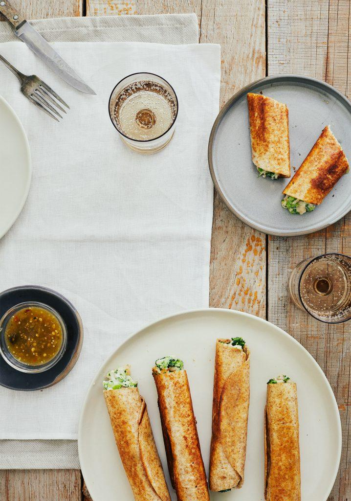 Taquitos aux haricots blancs, au brocoli & au cheddar