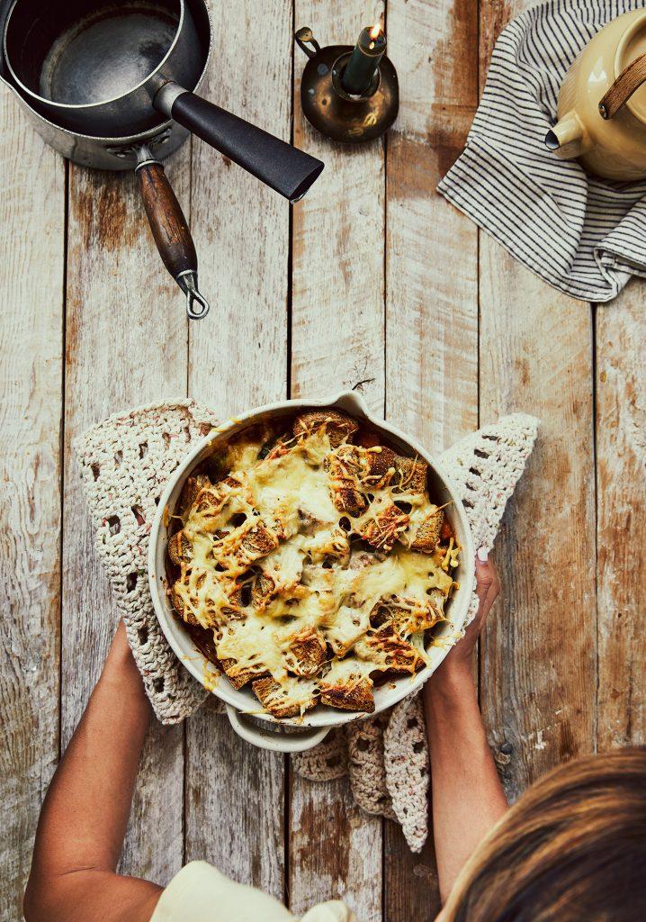 Casserole de poulet, choux de Bruxelles & courge gratinée