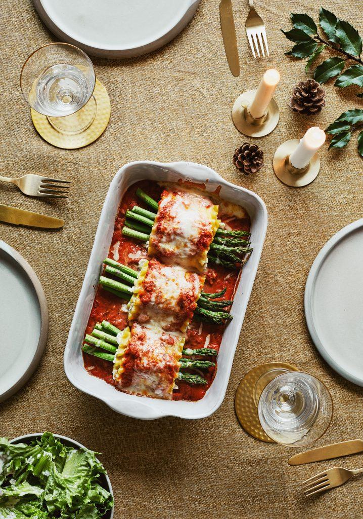 Lasagnes roulées au crabe, au basilic et aux asperges & sauce rosée
