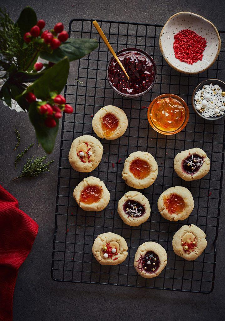 Biscuits thumbprints aux amandes & garnitures variées