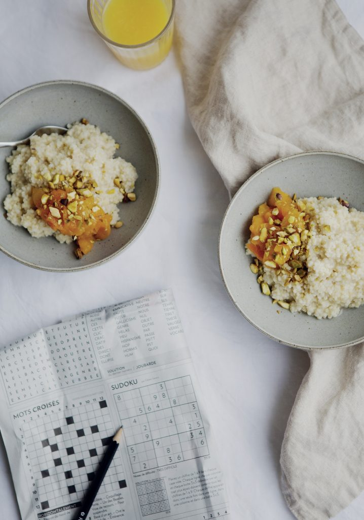 Gruau de millet au lait d'amande & compotée d'abricots