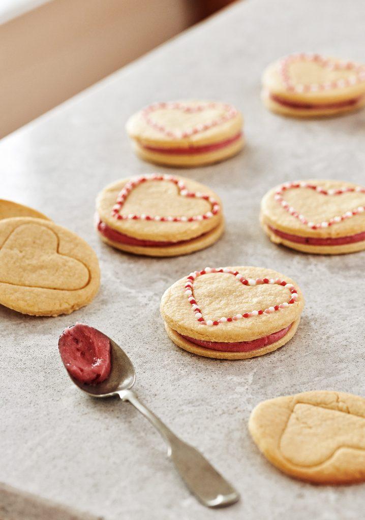 Biscuits sandwichs à la crème de petits fruits