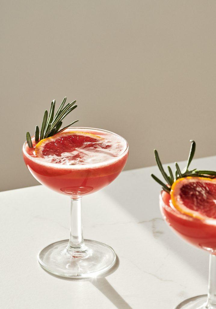 Mocktail à l'orange sanguine & au romarin