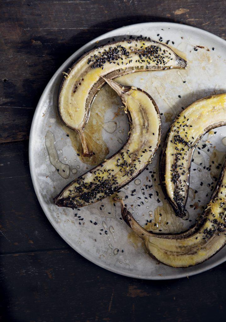 Bananes au four au miel, au citron & au sésame