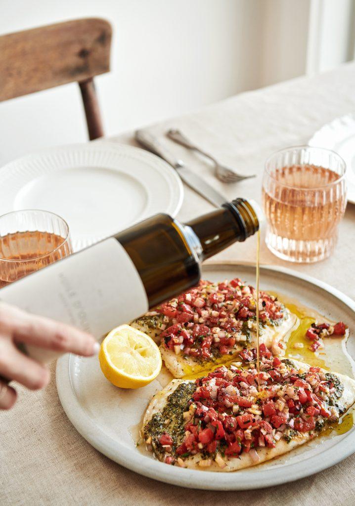 Poisson blanc au pesto, aux poivrons, aux échalotes & à l'huile d'olive